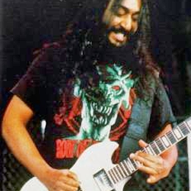 I love Kim Thayil and his guitar genius so much.